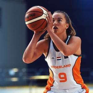Noëlle Droste in actie op het EK met Nederlands team U20