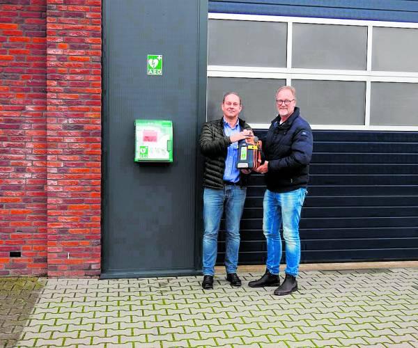 Hulshof Taxiservice verrijkt bedrijventerrein Tubbergen met AED