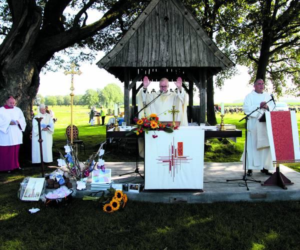 Pancratius parochie opent seizoen onder Kroezeboom