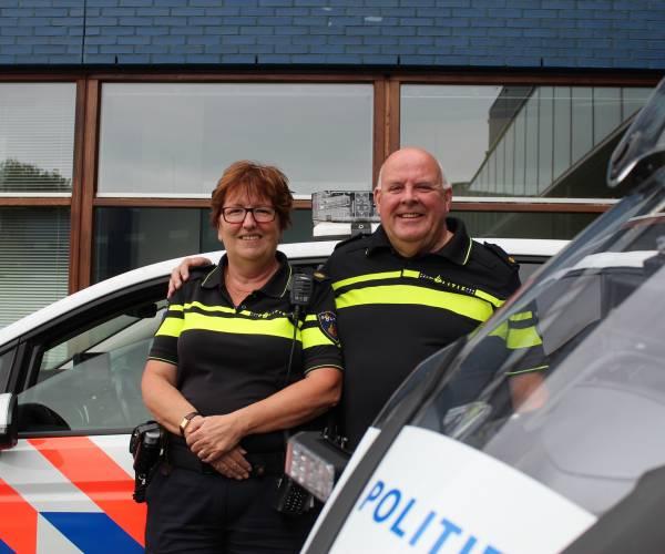 Bertus en Miriam van Lubek hangen politiepetten aan de wilgen