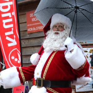 Regen en wind trotseren tijdens Tubbig's Kerstspektakel