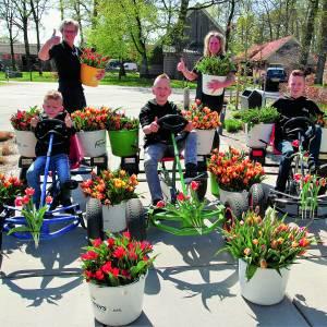 Jort, Jurre en Jesse zetten TMZ Erve Mensman in de bloemetjes