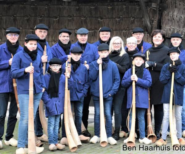 Midwinterhoornblazers Geesteren houden traditie in ere