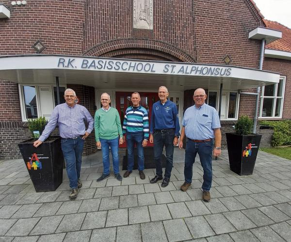 De broers Johan en Alwie Leus reizen in hun herinnering terug  Naar de jaren 50 en 60 op de St. Alphonsusschool