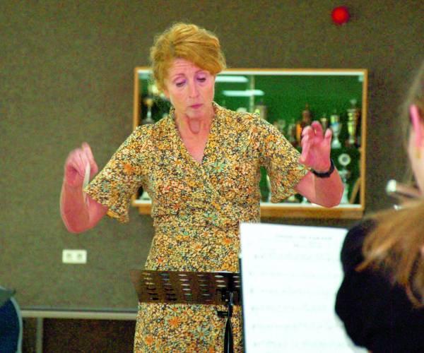 Jeugdorkest Dr. Schaepmanharmonie neemt afscheid van dirigente Dianne Eising