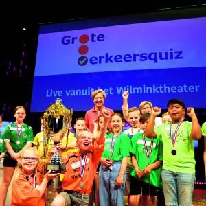 Ties en Renske van de Mariaschool in Langeveen winnen de Grote Overijsselse Verkeersquiz