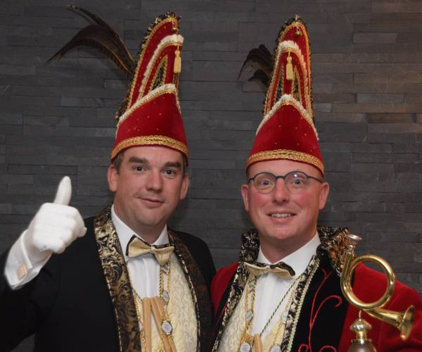 De Pin'n kroont prins JP de eerste en adjudant Martijn tot sleutelhoogheden