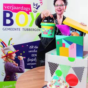 Supervrijwilliger Miranda Kranenberg van de Verjaardagsbox gemeente Tubbergen, onderdeel van SWTD wint VriendenLoterij passieprijs 2021