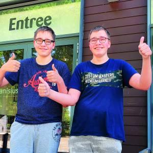 Tubbergse tweeling doet versneld examen voor Engels