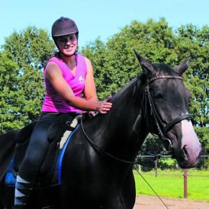 Revalidatiestal de Kuper traint en ondersteunt paard en ruiter