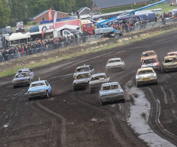 Ronkende motoren en gezonde spanning bij autocross in Langeveen